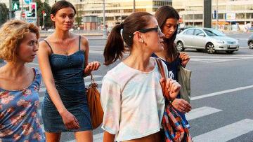 Психологи советуют в жару одеваться ярко