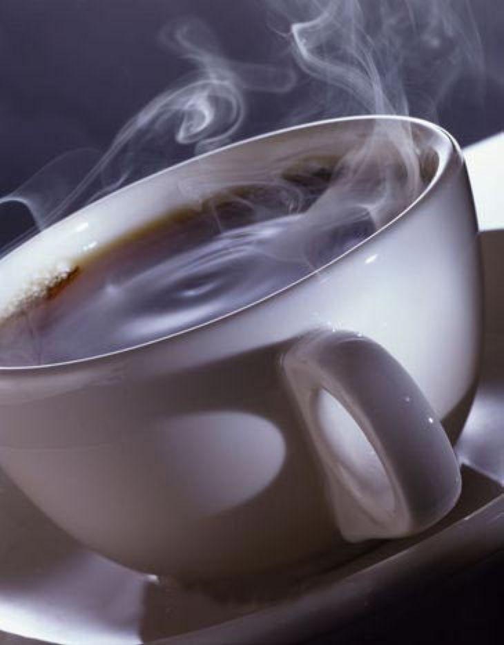 Горячий кофе делает людей добрее