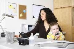Работающие мамы чаще страдают от депрессий