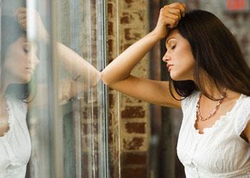 Стрессы приводят к проблемам с кожей и выпадению волос у женщин