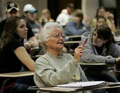 Ежедневный просмотр сериалов приводит бабушек к депрессии
