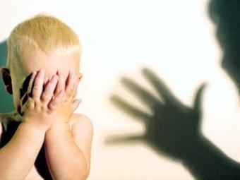 Риск депрессии у молодых людей связали с жестоким обращением в детстве