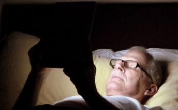 При использовании телефонов и планшетов перед сном — вызывается стресс