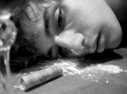 Почему молодые люди начинают принимать наркотики