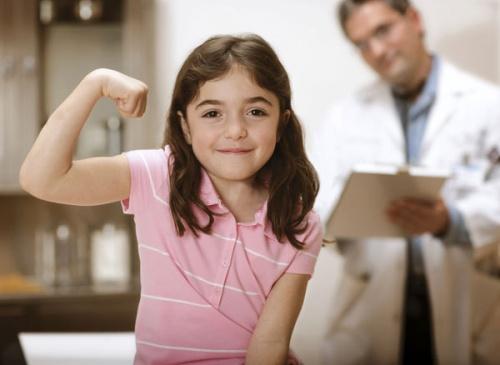 С какого возраста девочку необходимо показывать гинекологу?