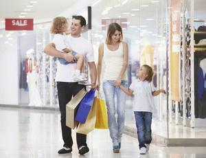 Как научить ребенка вести себя хорошо в общественных местах