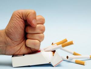 По каким причинам подростки начинают курить