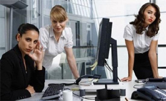 Психологи расскажут, как приспособиться в женском коллективе