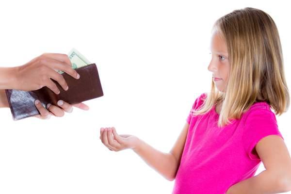 На что обратить внимание перед тем, как выдать деньги на карманные расходы ребенку