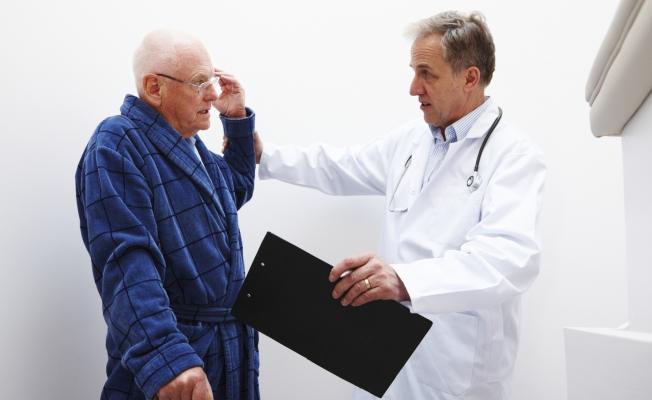 Старики чаще падают от антидепрессантов