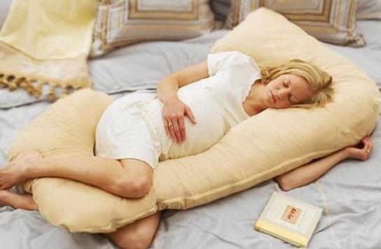 Особенности удобных и надежных подушек для беременных