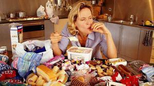 Стресс на работе приводит к перееданию