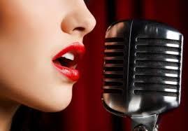 Мужчины могут определить привлекательность женщины по ее голосу