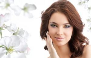 За появление седых волос у женщин отвечают гены, а не стрессы