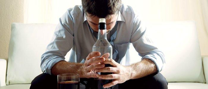 7 признаков, говорящих о проблемах с алкоголем