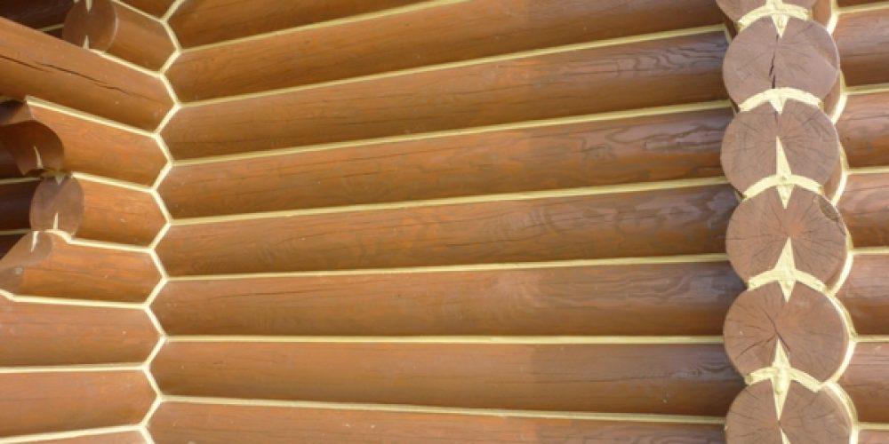 Заботу о деревянных строениях проводит герметик акцент 136