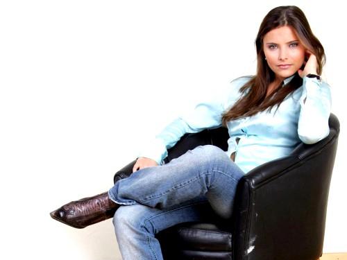 Как стать девушкой с яркой харизмой?