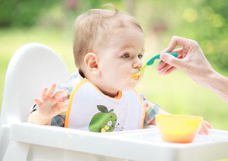 Как правильно кормить ребёнка от одного года