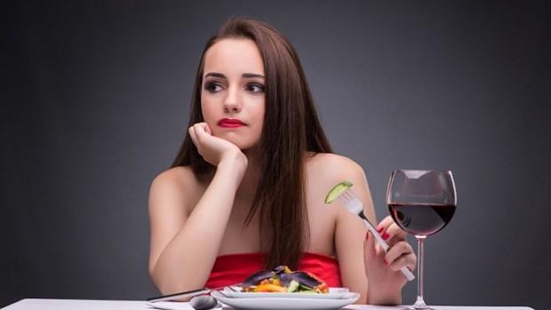 Трое из пяти людей употребляют алкоголь, чтобы справиться со стрессом