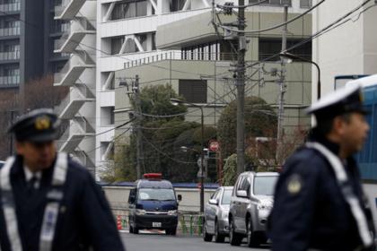 Японец 20 лет держал в клетке психически больного сына