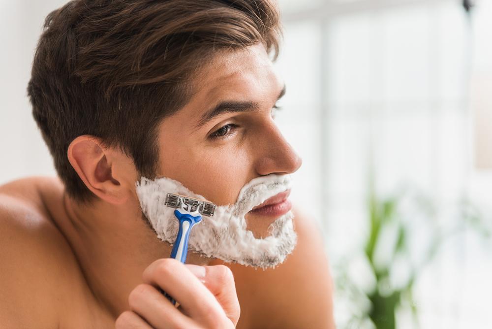 Как сбрить усы