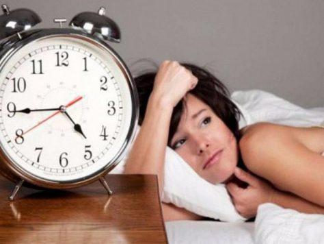 Бессонница провоцирует развитие проблем с мозгом и психикой
