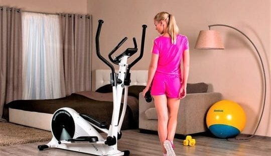 Занятие на эллиптическом тренажере в домашних условиях