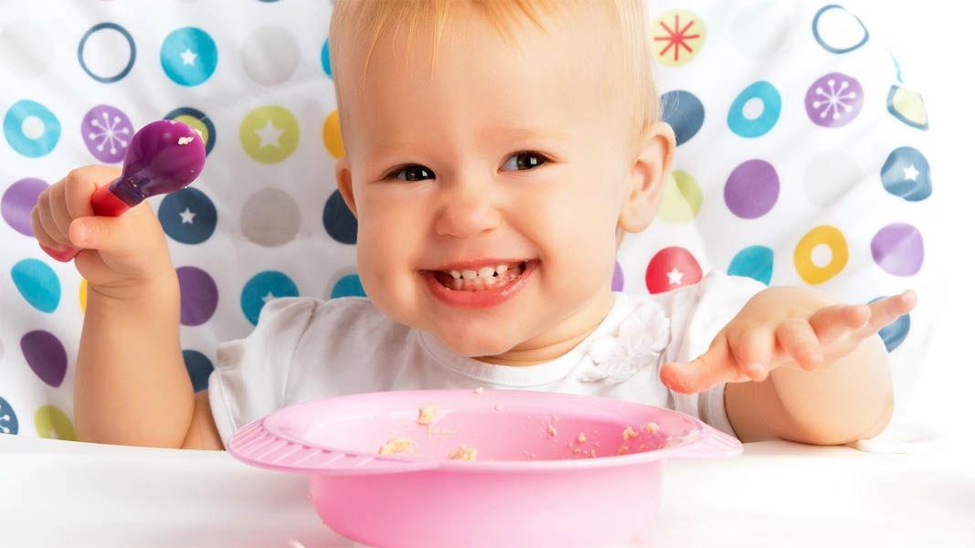 Как отучить ребенка кидаться едой и вещами