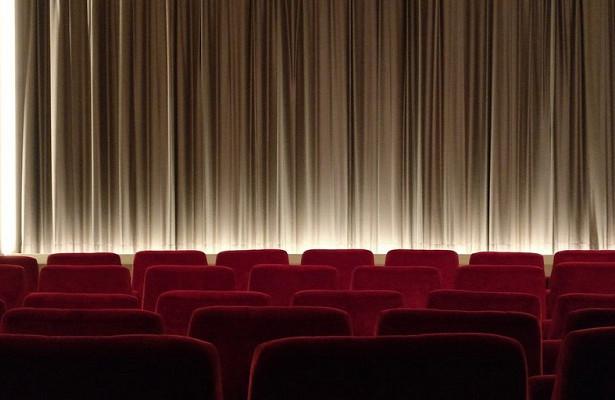 Посещение кино и театров поможет избежать депрессии