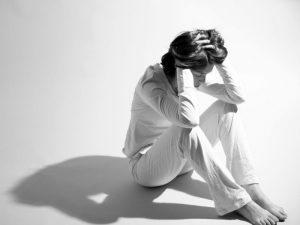 Назван период обострения чувства одиночества у людей