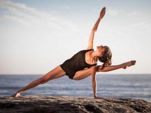 Йога помогает женщинам уменьшить комплексы из-за внешности