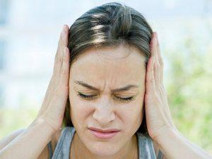 Каждая десятая женщина со звоном в ушах раздумывала о суициде