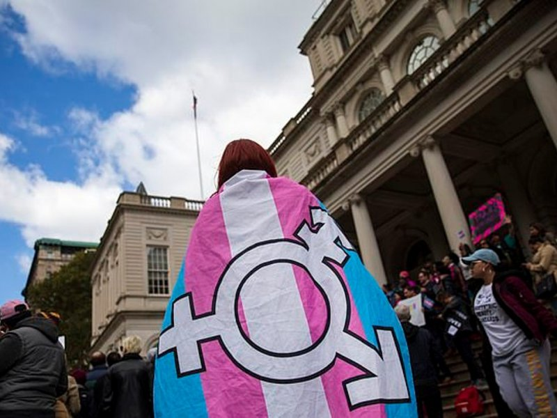 Пребывание в роли трансгендера больше не является расстройством