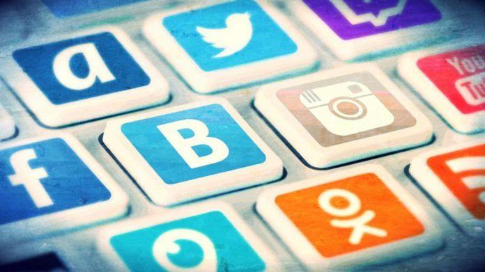 Названы правила, которые защитят от влияния соцсетей