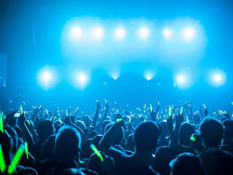Свет на концертах и в ночных клубах грозит эпилепсией