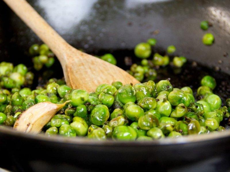 Диетолог советует есть зеленый горошек и зелень для устойчивости к стрессу и повышения иммунитета