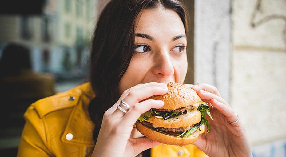 Стресс, усталость и другие причины, почему мы постоянно чувствуем голод
