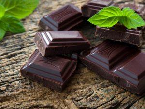 Натуральный черный шоколад помогает справиться с депрессией