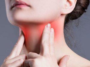 От стресса до алкоголя: названы привычки, влияющие на здоровье щитовидной железы