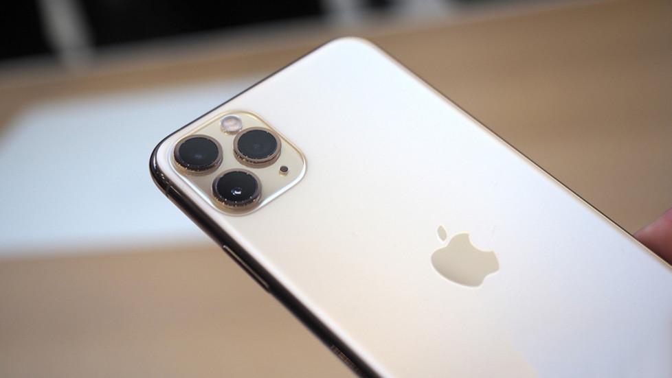 «Купи-продай» место в очереди за новеньким iPhone 11 в России