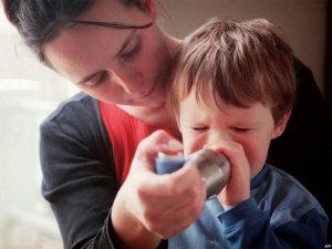Родители должы помогать ребенку с астмой бороться с тревогами и депрессией — врач