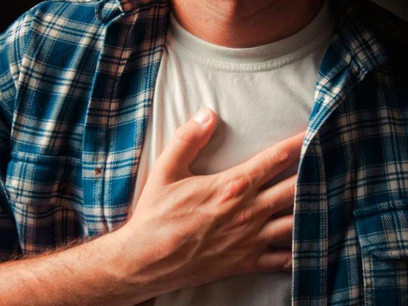 От сердца до психики: на какие нарушения может указывать боль в груди?