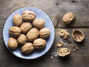 Британский диетолог: грецкие орехи – лучший выбор для веганов, студентов и пожилых