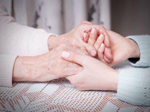 Рука любимого не слабее обезболивающих