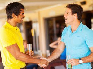 Дружеские жесты от незнакомцев укрепляют психику