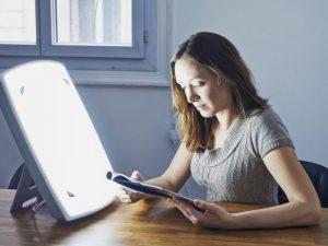 Врачи: купите яркую лампу, если склонны к сезонной зимней депрессии