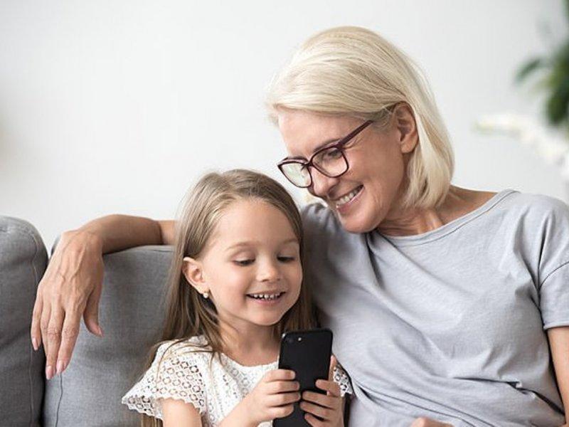 Внуки избавляют бабушек и дедушек от одиночества