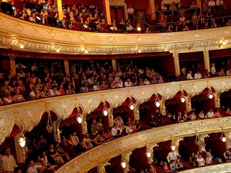Походы в театр продлевают жизнь