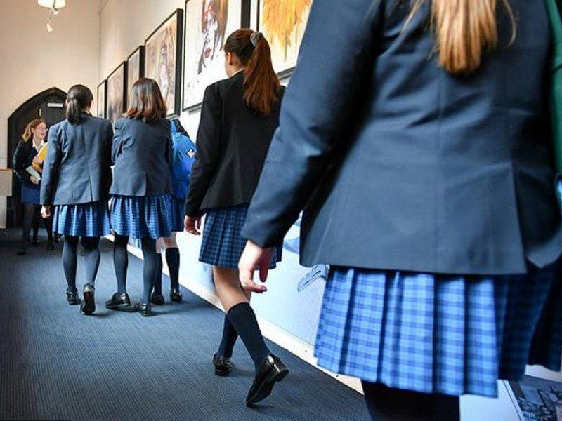 Уровень самоповреждений у девочек в три раза выше