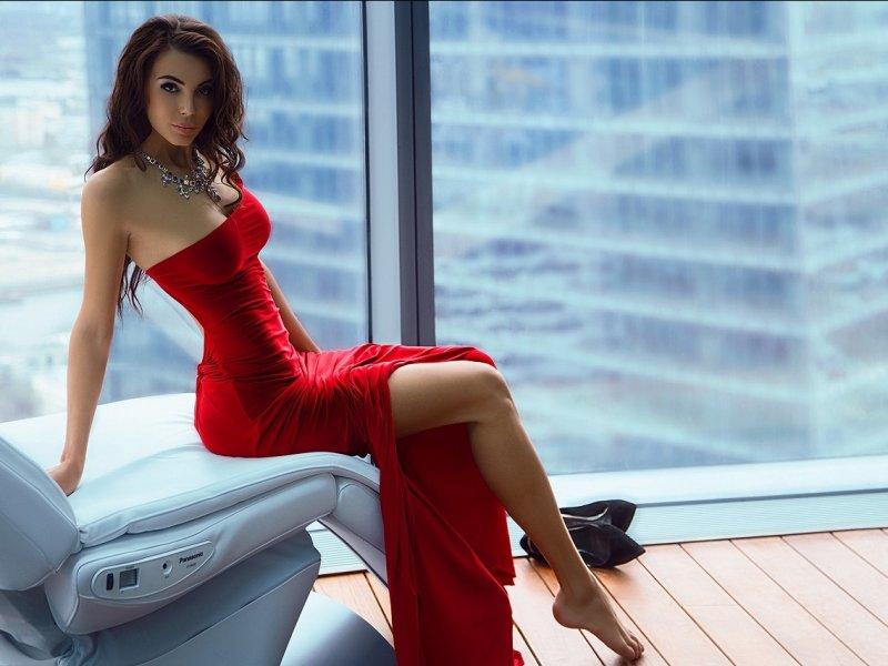 Психолог рассказал, какой цвет одежды идеален для свидания